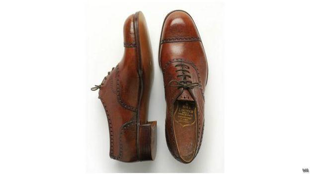 Sepatu buatan Manolo Blahnik mencapai harga £3.000 atau Rp60 juta.