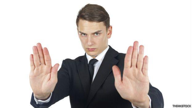Un ejecutivo en actitud defensiva
