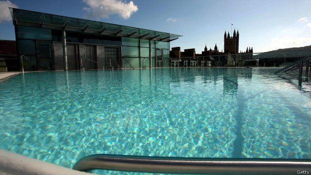 Por que a piscina é um símbolo de status?