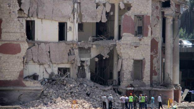 فديو وصور وتغطية انفجار السفاره 150711091918_egypt_i