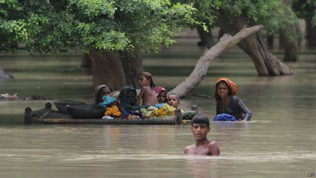 पाकिस्तान में भयंकर बाढ़, लाखों प्रभावित