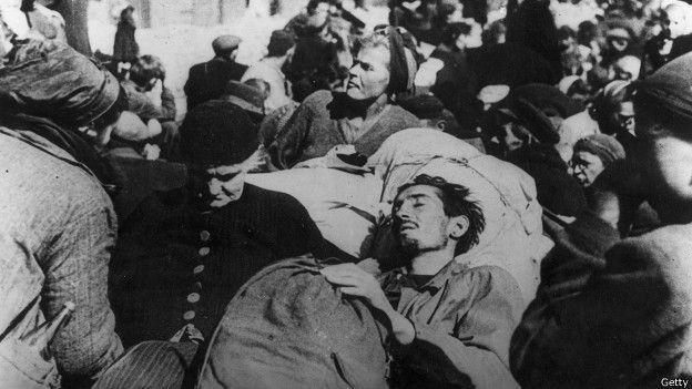 Enfermos y hambrientos polacos salieron de sus escondites