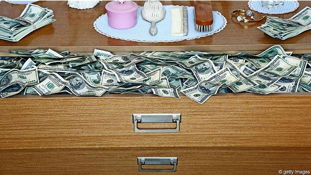 Dólares en un cajón