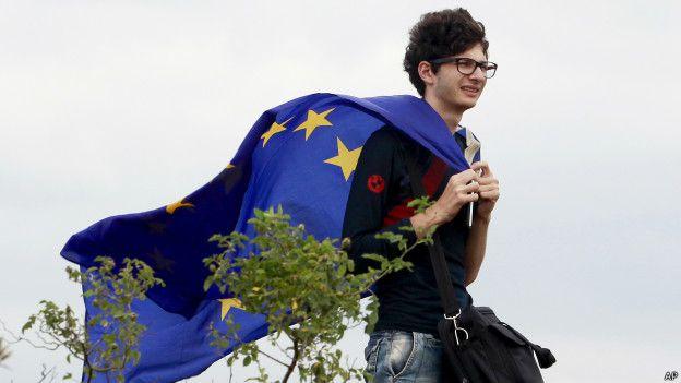 Демонстрант с флагом ЕС