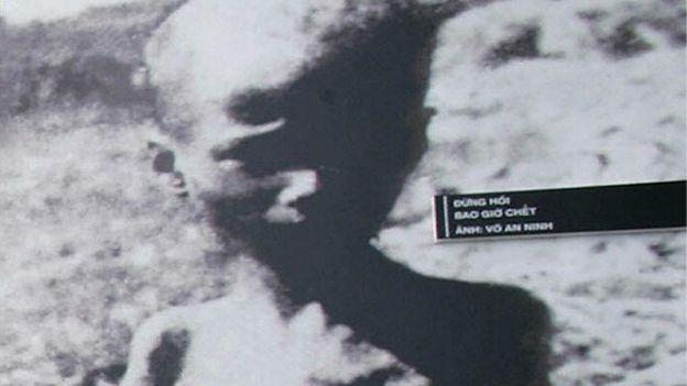 Ảnh chụp trưng bày tại triển lãm về nạn đói năm 1945 ở Việt Nam