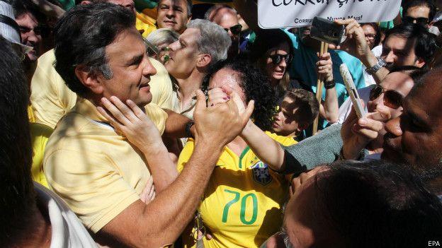 Aécio Neves em protesto em Belo Horizonte   Foto: EPA