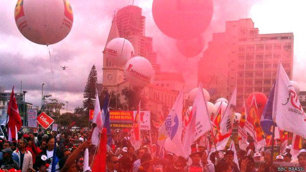 Protesto contra impeachment (Foto: BBC Brasil)