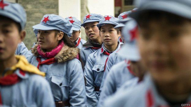身穿制服的中國學生。
