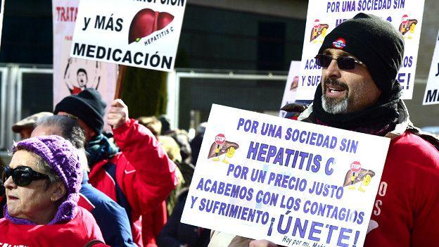 Protestas en España este año pidiendo al gobierno que pague los remedios que curan la hepatitis C