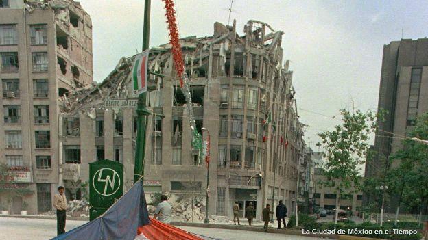 Edificio derrumbado cerca de Plaza de la República