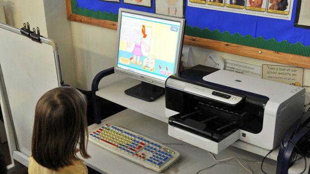 Computadora en salón de clase