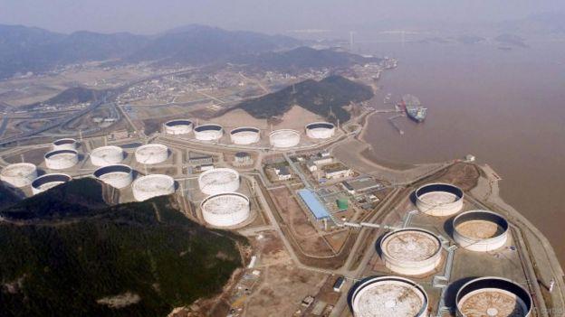 لماذا تخفي أمريكا 700 مليون برميل من النفط تحت الأرض؟