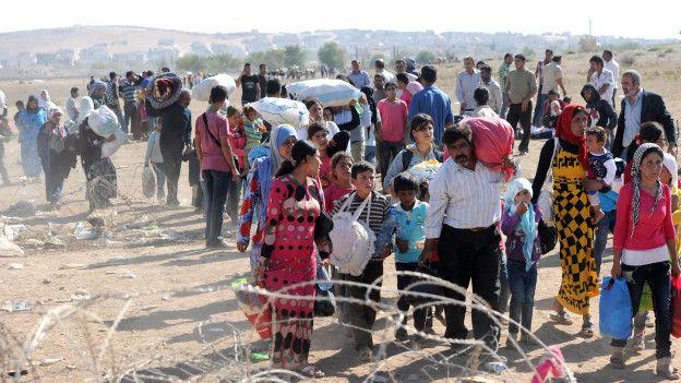 Refugiados sirios huyen del autodenominado Estado Islámico.