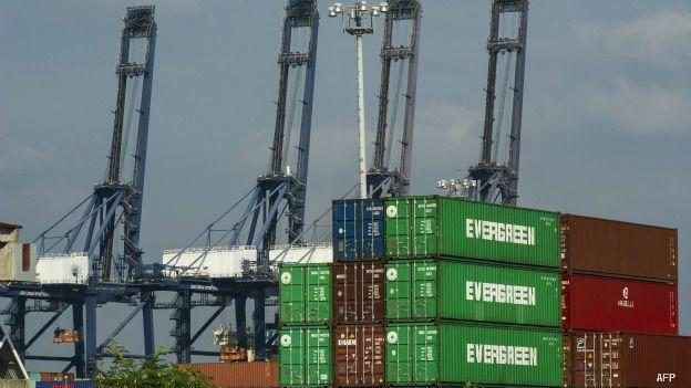 Contenedores para exportación en el puerto de Lázaro Cárdenas, Michoacán, México.