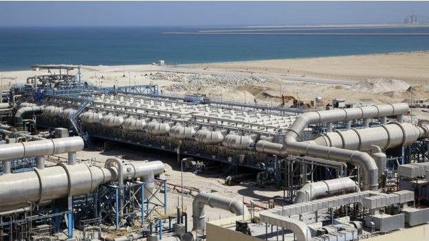 La que será planta más grande del mundo, en Arabia Saudita, podría producir 1.000 millones de litros diarios de agua potable.