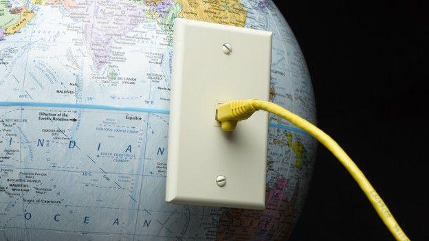 Hay kilómetros de cables submarinos de internet que conectan el planeta entre sí.