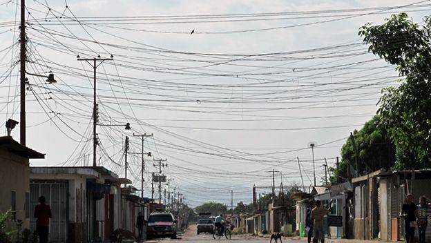 http://ichef-1.bbci.co.uk/news/ws/624/amz/worldservice/live/assets/images/2015/10/28/151028152610_venezuela_electricidad_624.jpg