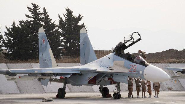 Обслуживающий персонал российской авиабазы в Сирии