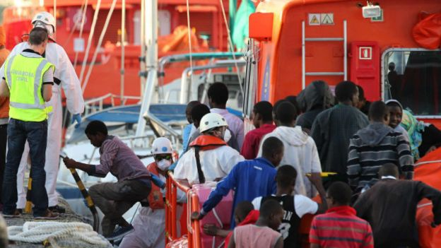 151111155121_migrants_to_europe_640x360_epa_nocredit
