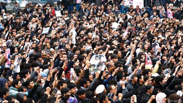 Miles de personas protestan en Kabul contra el asesinato de siete civiles de la minoría Hazara