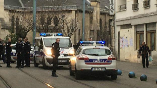 Policía en Saint Denis