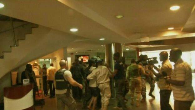 Rescate de rehenes en el lobby del hotel