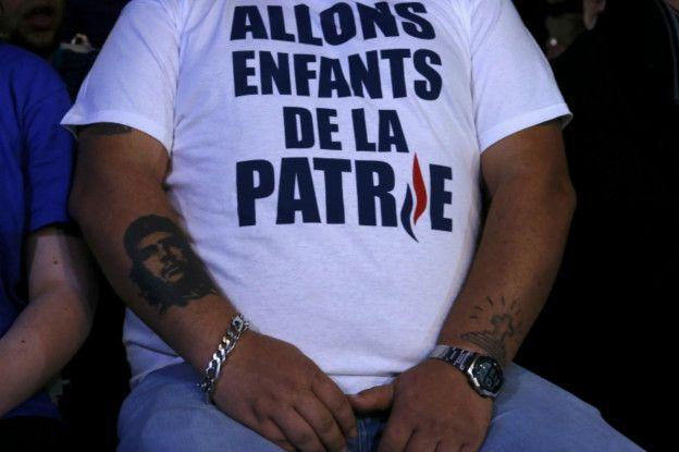 Un simpatizante del ultraderechista Frente Nacional francés durante un acto.