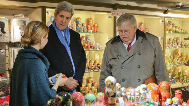 """""""Джон, мальчику, мальчику дай руку!"""", - Госсекретарь Керри прогулялся московским Арбатом - Цензор.НЕТ 7115"""