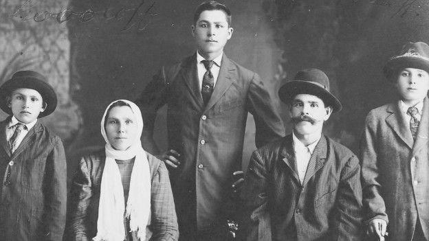 Una familia de inmigrates rusos en Hawái.