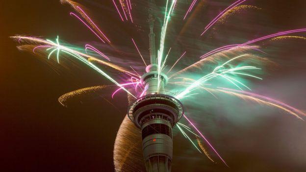 العالم يحتفل ببدء العام الجديد 151231173102__874348