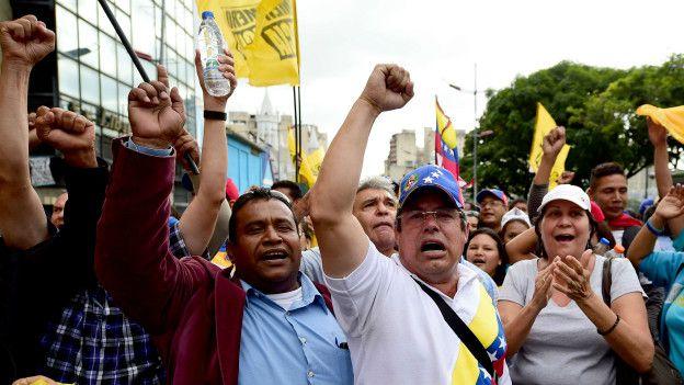 Opositores marcharon hasta la Asamblea Nacional.