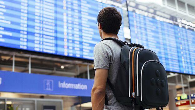 Студент в аеропорту