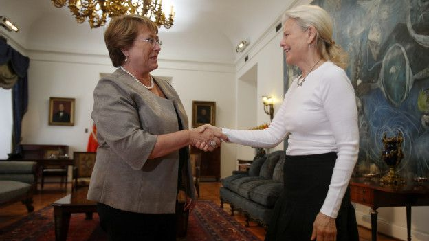 Michelle Bachelet y Kristine McDivitt