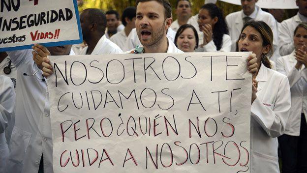 Medico venezolano protesta
