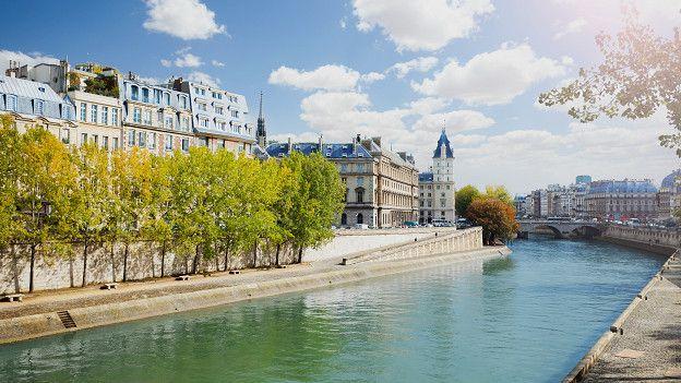 """Hablando quizás de su transformación de la Île de la Cité, de Villefosse dijo: """"el viejo barco parisino fue torpeado por el barón Haussmann y se hundió durante su reinado""""."""