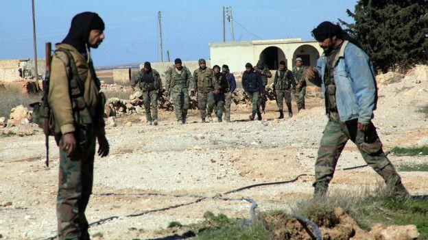 Combatientes pro gubernamentales sirios cerca de Alepo.