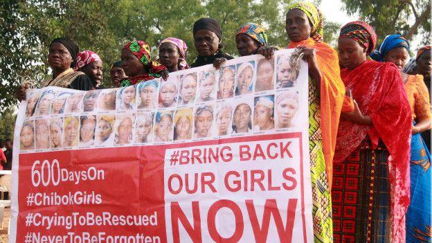 Protesta demandando el regreso de niñas secuestradas por Boko Haram