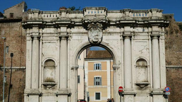 Порта Портезе в Риме
