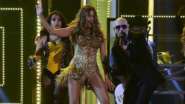 La actriz Sofia Vergara hizo una aparición especial en la presentación de Pitbull