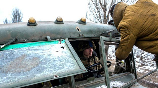 Около 30% техники сил АТО, которая была в Дебальцеве, была уничтожена врагом или же бойцами Украинской армии, - чтобы не попала в руки противнику, говорят в Минобороны