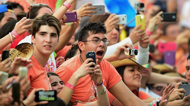 Jóvenes en acto del Papa en Morelia