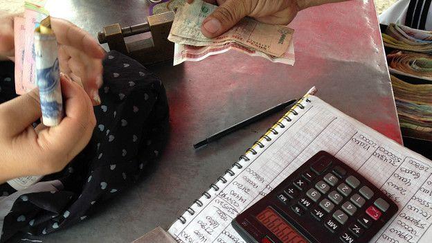 Compra y venta de bolívares y pesos en el mercado negro de Cúcuta