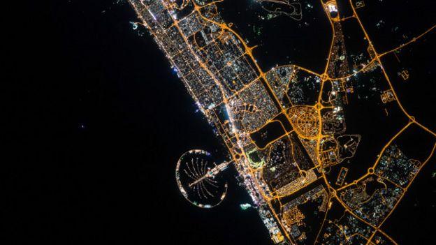 Las luces de Dubai desde el espacio