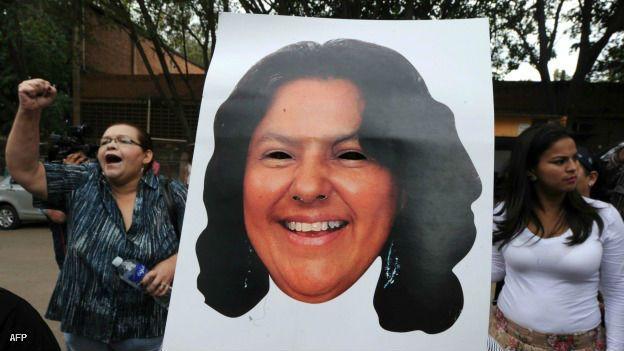 http://ichef-1.bbci.co.uk/news/ws/624/amz/worldservice/live/assets/images/2016/03/03/160303184427_honduras_berta_caceres_protesta_muerte_afp_624x351.jpg
