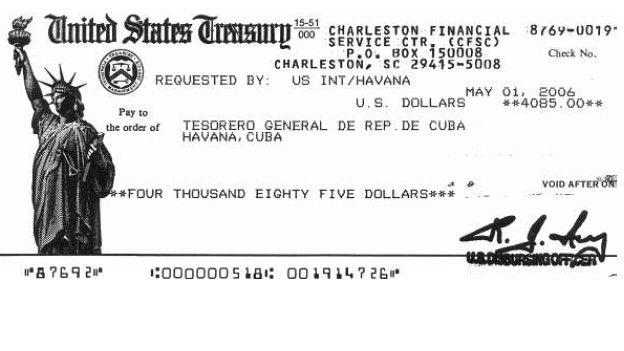 Una imagen de uno de los cheques
