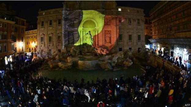 一些歐洲城市用比利時國旗的顏色的遇難者表示哀悼,這是意大利羅馬的一處廣場。