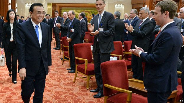 Mark Zuckerberg y el primer ministro chino, Li Keqiang
