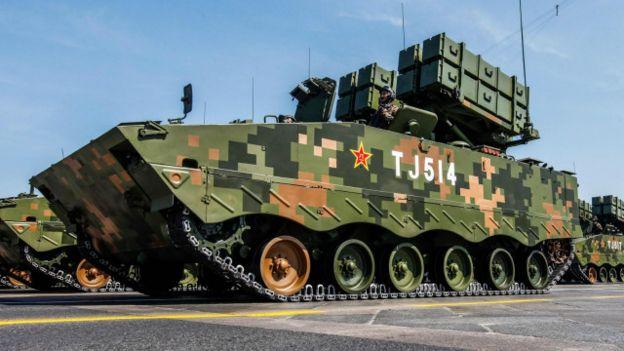 Un tanque chino con camuflaje digital