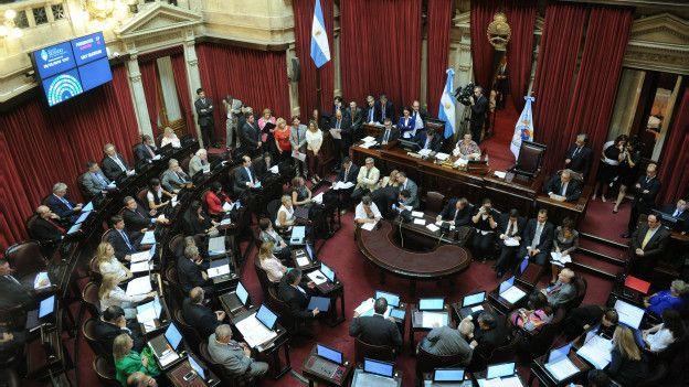 Discusión en el Senado sobre el acuerdo para pagar la deuda.