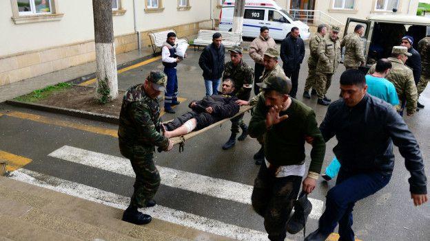 Раненый азербайджанский солдат